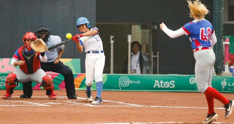 Freymar Suniaga from Venezuela faces off Puerto Rico in the Lima 2019 women's softball preliminary round held at the Villa María del Triunfo Sports Center