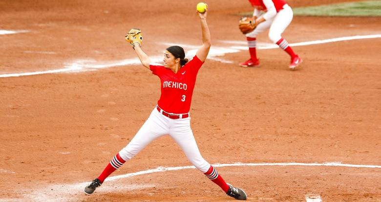 Danielle O'Toole from Mexico faces off Canada in the Lima 2019 women's softball preliminary round held at the Villa María del Triunfo Sports Center