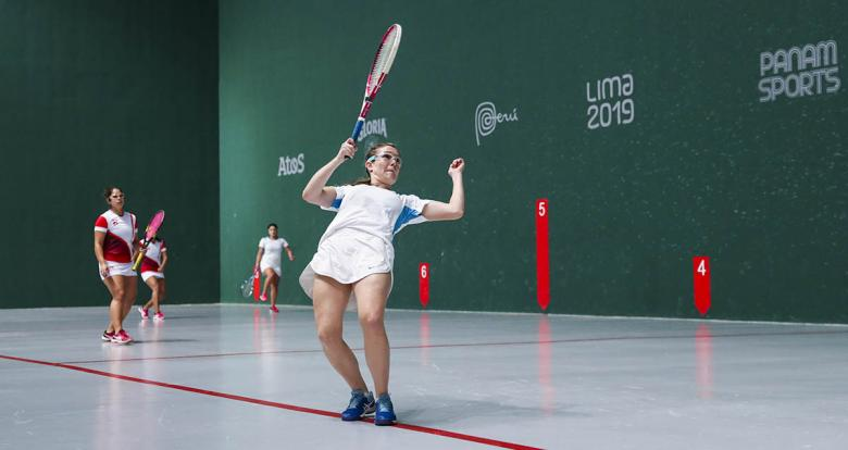 Irina Podversich competes for the bronze in Lima 2019 women's doubles frontenis event held at the Villa María del Triunfo Sports Center.