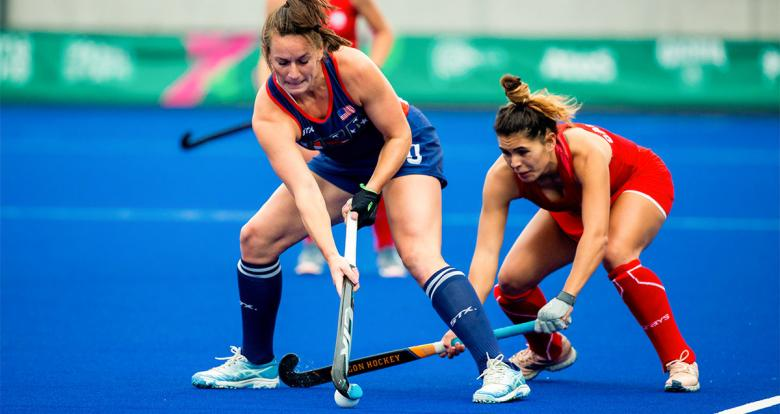 American Alexandra Froede and Chilean Catalina Barahona dispute the ball in the Lima 2019 hockey match for the bronze medal at the National Sports Village (VIDENA)