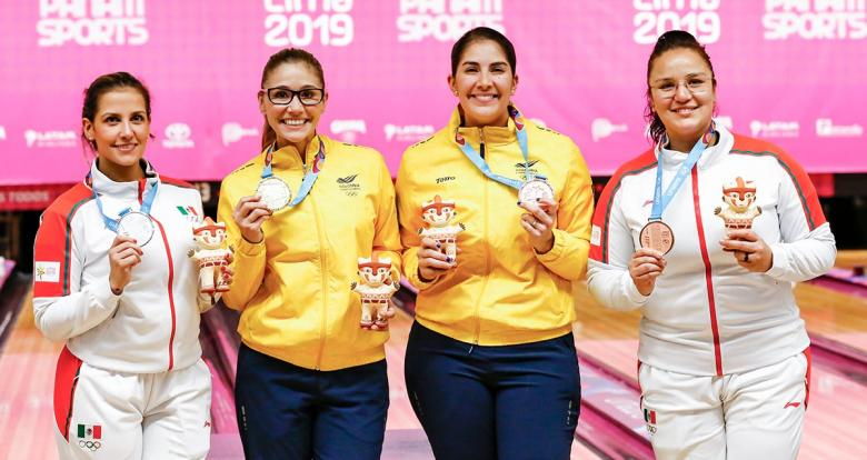 Aseret Zetter from Mexico (silver), Clara Guerrero from Colombia (gold), Maria Rodriguez from Colombia and Iliana Lomeli from Mexico (bronze) show their Lima 2019 bowling medals at the National Sports Village – VIDENA.