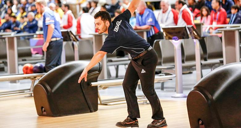 Brazilian Marcelo Suartz competing during men's single bowling final at the National Sports Village – VIDENA.