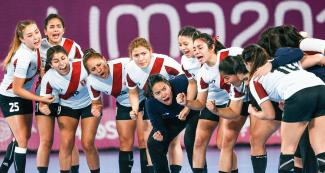The Peruvian team with a shout of encouragement - Women's handball