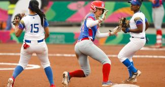 Estefany Duno from Venezuela faces off Carsyn Gordon from Puerto Rico in the Lima 2019 women's softball preliminary round at the Villa María del Triunfo Sports Center