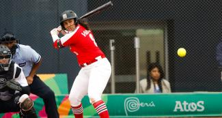 Victoria Vidales from Mexico faces off Canada in the Lima 2019 women's softball preliminary round held at the Villa María del Triunfo Sports Center
