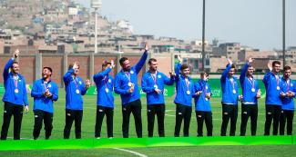 The American football 7-a-side team with their bronze medals at the Lima 2019 Villa María del Triunfo Sports Center.