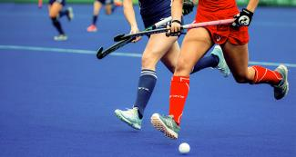 Chile and USA go for the ball in the Lima 2019 hockey match for the bronze medal at the National Sports Village (VIDENA)