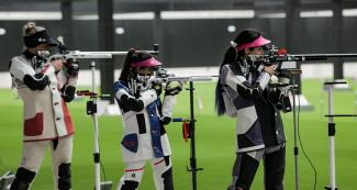 Rosane Budag from Brazil, Yarimar Mercado from Puerto Rico and Sara Vizcarra from Peru during the women's 50 m rifle event held at Las Palmas Air Base.